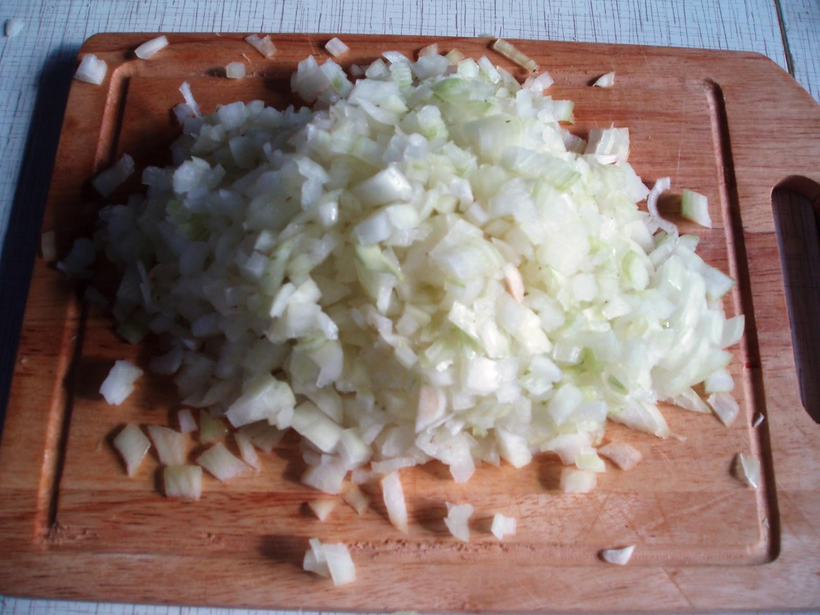 Солянка в мультиварке из капусты и сосисок