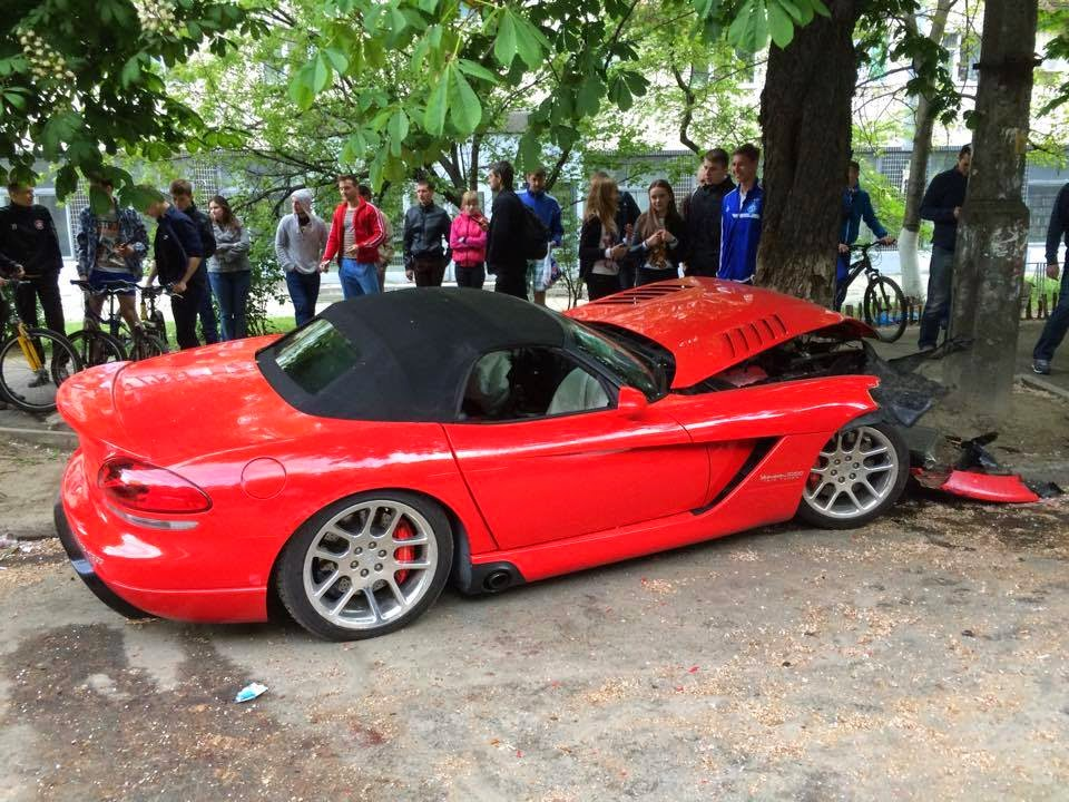 Dodge Viper SRT10 Crashes Into Two Car And A Tree In The Ukraine