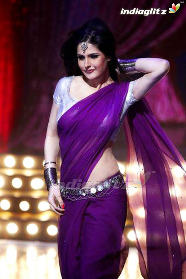 Zarine khan housefull2 hot wallpaper - Zarine khan Housefull 2 Purple Saree HOT Wallpaper