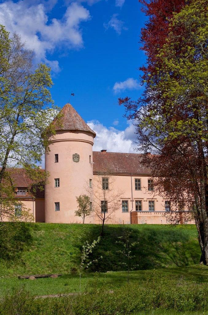 Средневековый замок в Латвии