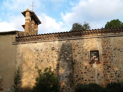 El campanar d'espadanya de l'ermita de Sant Lleïr