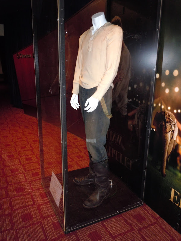 Robert Pattinson Water for Elephants costume