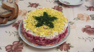 салат с вареной свеклой и окорочком