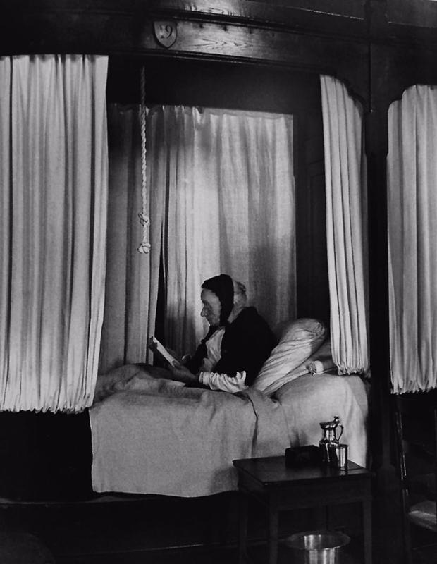Kertész. Hospicio de Beaune, Francia, 1929