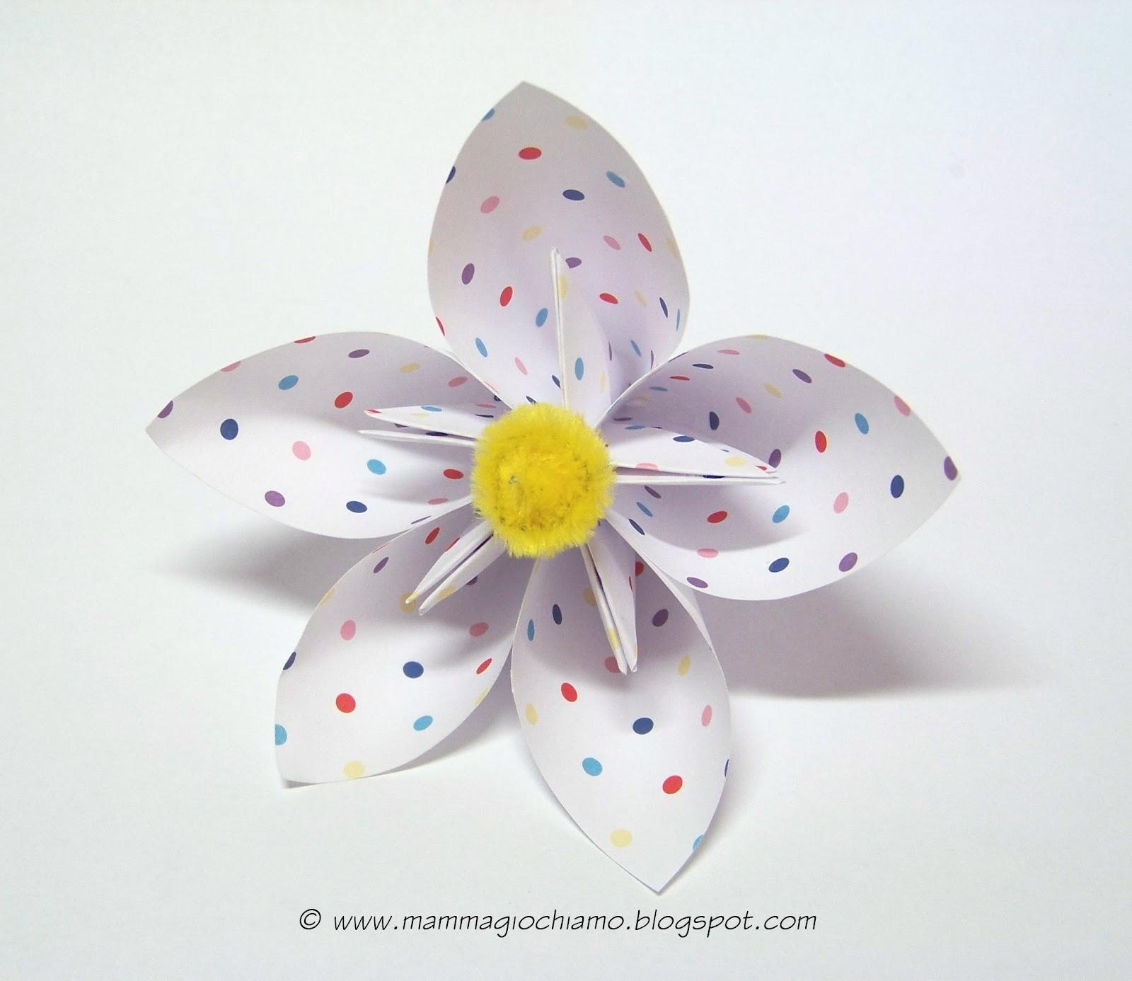 Anche questo fiore origami può essere realizzato con carta di riciclo ...