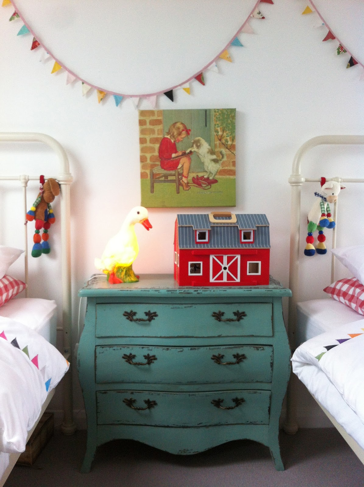 The boo and the boy vintage inspired shared girls 39 room for Boy girl room ideas