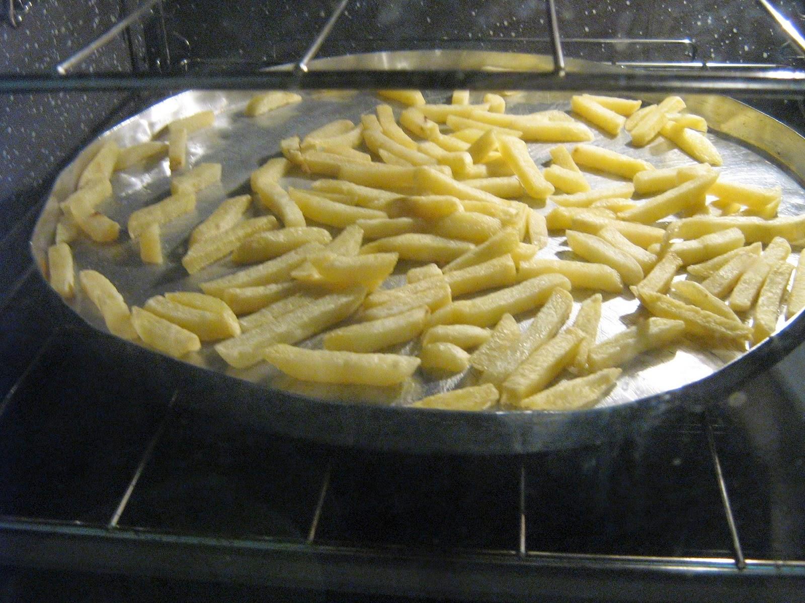 Batata palito congelada assada.