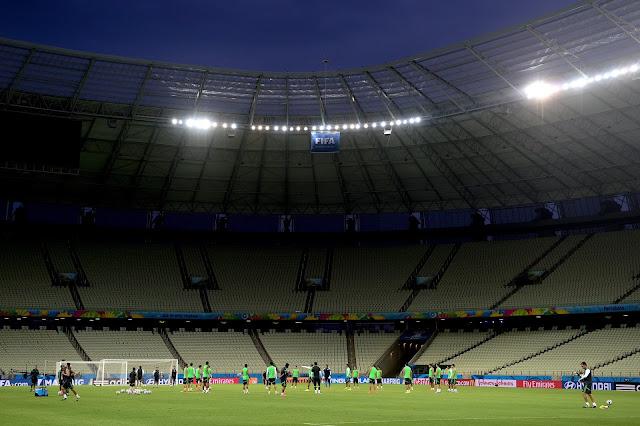 Na última ida ao Castelão, Seleção apenas empatou com México na Copa de 2014 (Foto: Sergio Barzaghi/Gazeta Press)