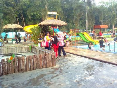 kolam renag kampung II megang sakti