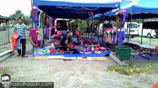 Pasar Kemboja Lubuk Jual Tudung