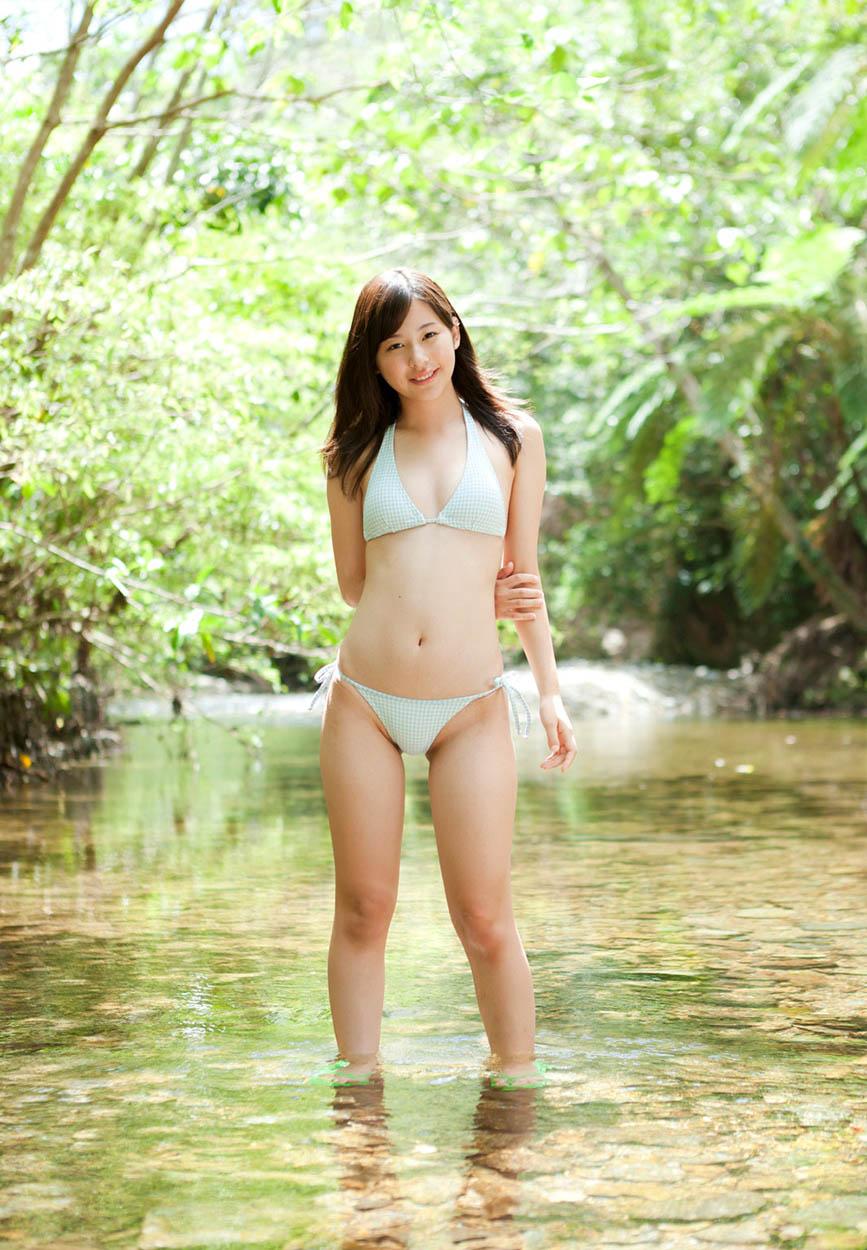 mikako horikawa sexy bikinis in the river 04