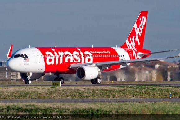 Corpos são resgatados no avião da AirAsia