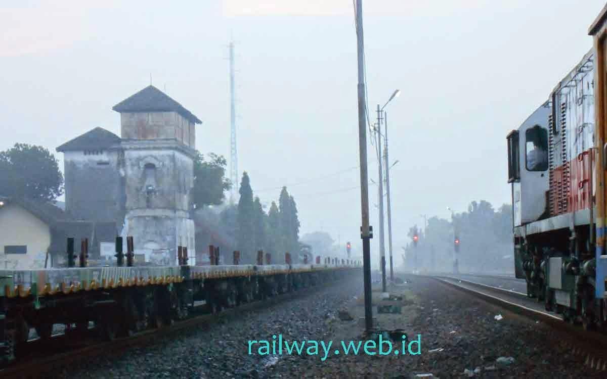 Kereta Api Semen Nambo Banyuwangi