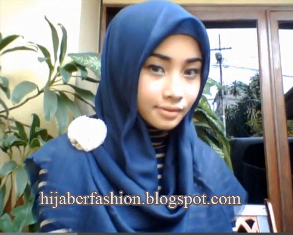 Tutorial Jilbab Segi Empat yang Simple dan Praktis - Bunda.us | Bunda