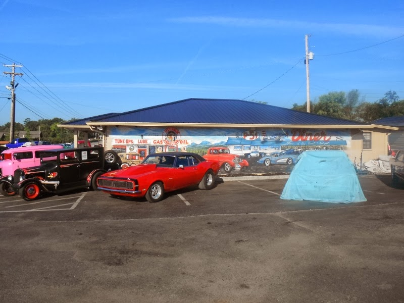 downunderdeuce: More Dansie USA pics...this is at a car sales yard