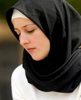 الفتاة التي قصت شعرها من اجل الحجاب..؟؟