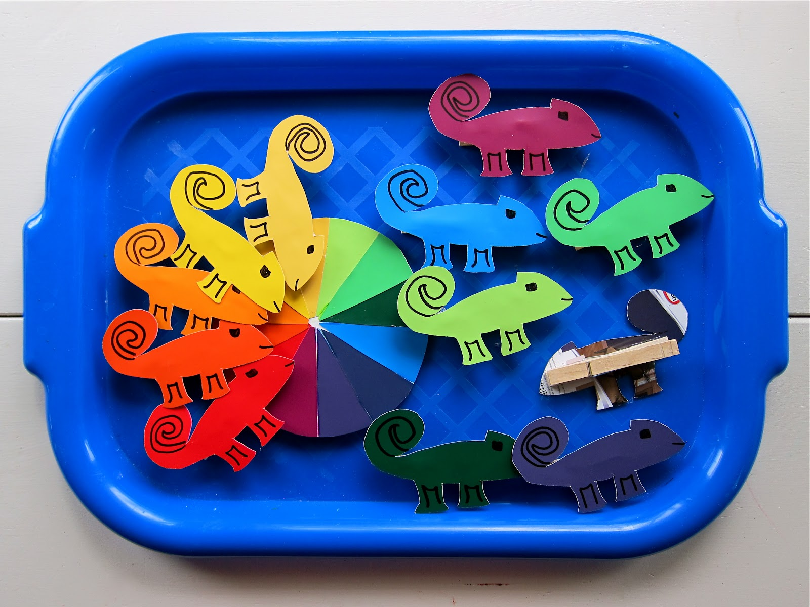 color wheel chameleons skills practiced one to one correspondence fine motor scientific knowledge color order - A Color Of His Own Book