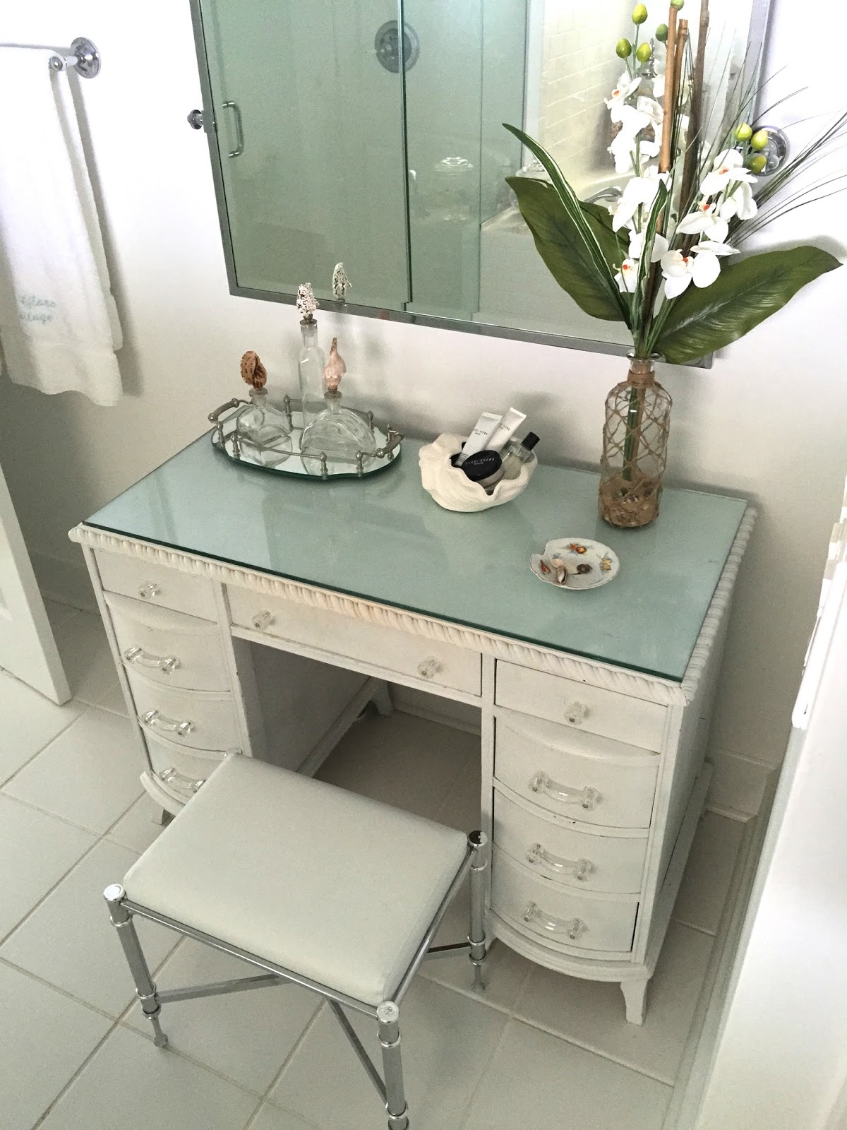 Glass Top Makeup Vanity Rickevans Homes - Glass top makeup vanity - DIY Glass Top Makeup Vanity Pictures. Bedroom White Glass Top
