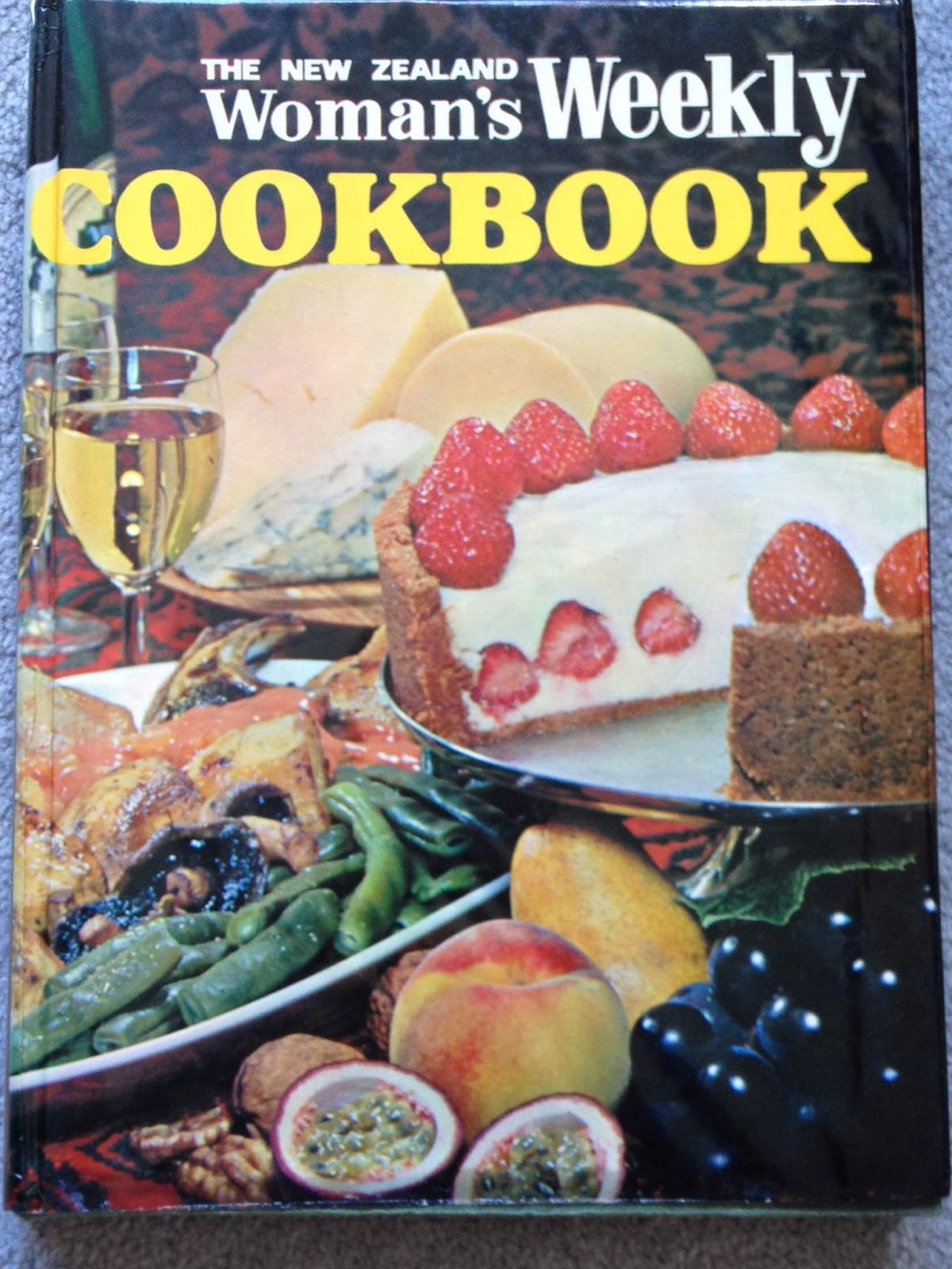 The New Zealand Woman's Weekly Cookbook, 1971 Hardback