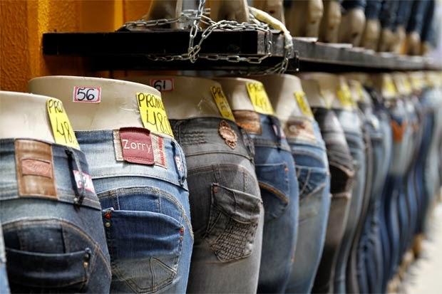 3ba3bc17c2 Nas três cidades há jeans de todos os tipos e todos os preços. Foto  Blenda  Souto Maior DP D.A Press
