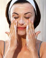 Produk Pencuci Muka untuk kulit berjerawat - Berminyak