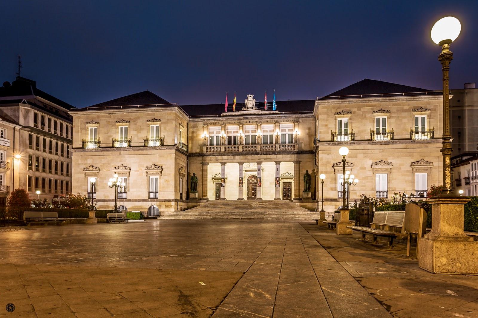 Palacio de la Diputación Foral de Álava :: Canon EOS 5D MkIII | ISO100 | Canon 17-40 @24mm | f/13 | 5,0s