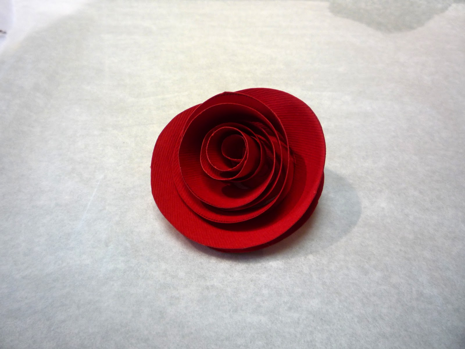 Comment faire une rose en papier selfpackaging blog - Faire des roses en papier ...
