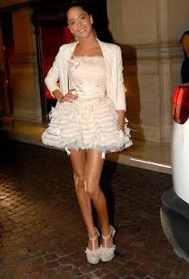 Tini Stoessel con vestido de Verónica de la Canal. Personajes del año 2014. Revista Gente