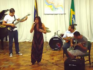 Thiago Rosa (guitarra), Camila  Jatobá  (voz)