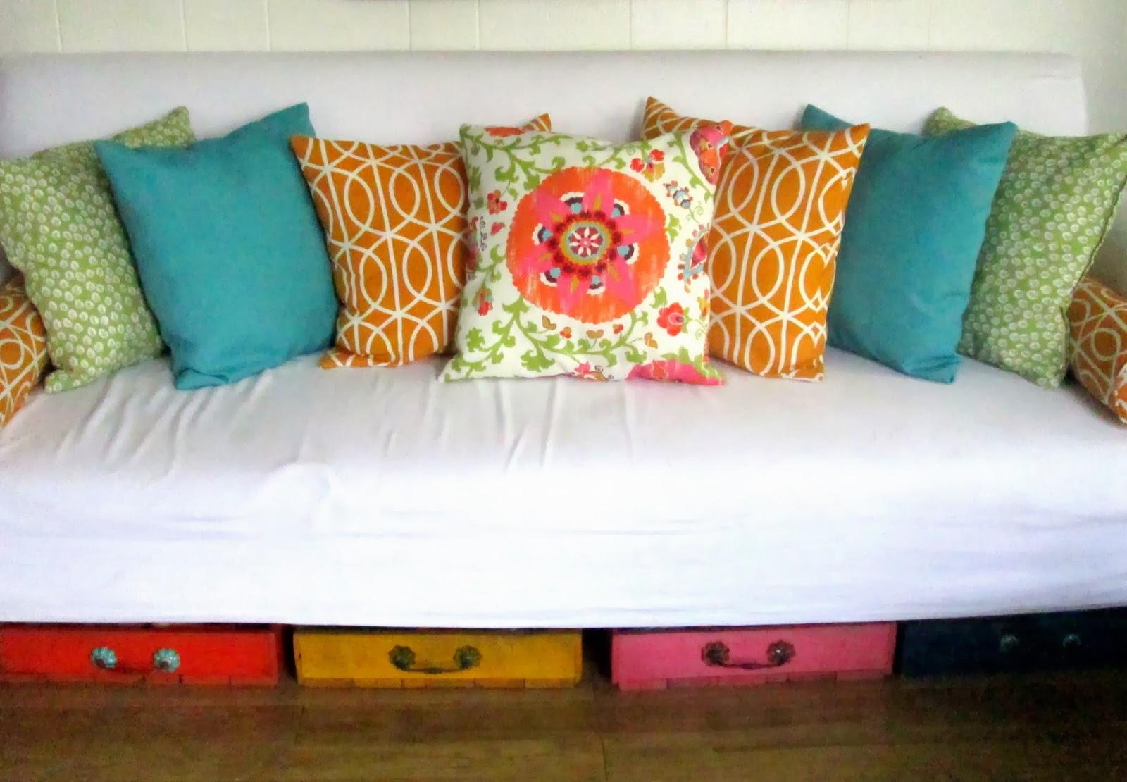 home-eco nanay: Throw Pillows Galore!