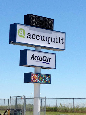 AccuQuilt+Sign AccuQuilts Unveiling Event