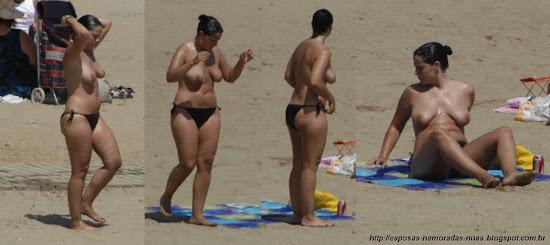 milf peituda fazendo topless na praia