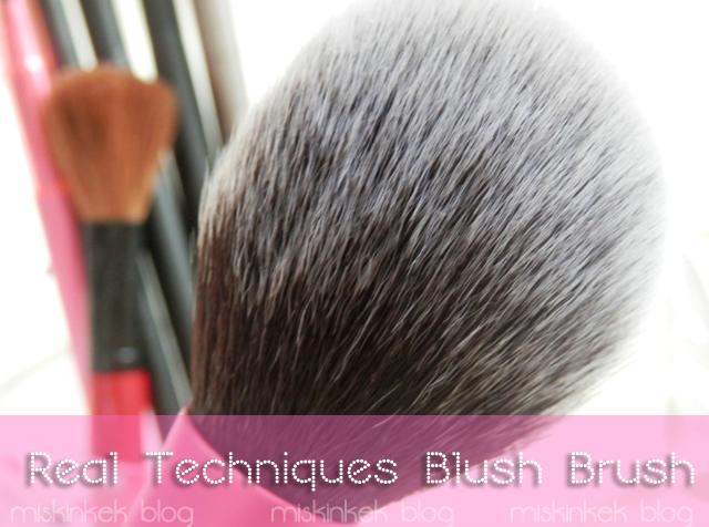 real-techniques-allik-fircasi-blush-brush