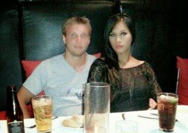 http://celebritigossipstar.blogspot.com/2014/10/inilah-foto-istri-transexsual-yang-dimasak-suaminya.html