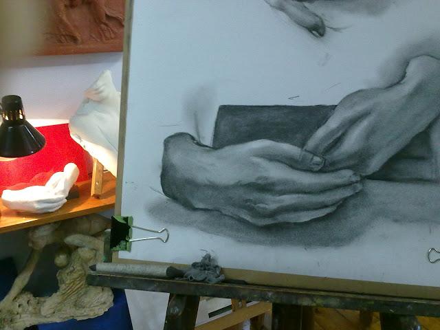 dibujo de manos a carbon