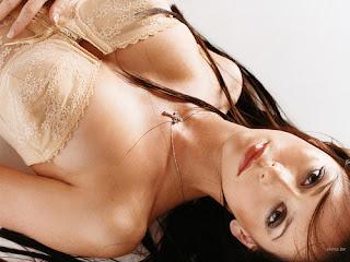 Jennifer Love Hewitt looking super sexy