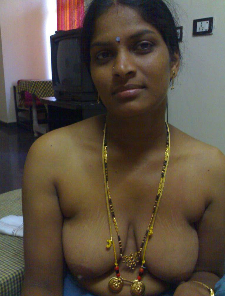Kama Ranulu Sey Andhra Aunty Stripping Off Saree Goes Nude Showing