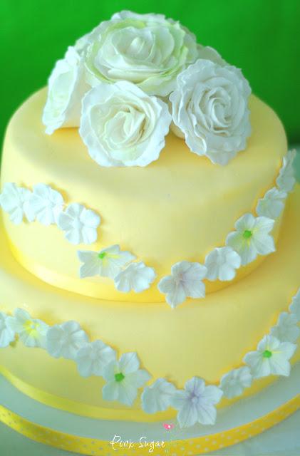 Kuchen mit gelben fondant