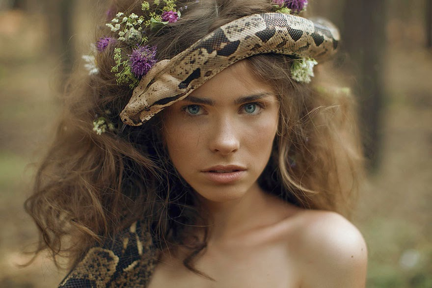 katerina plotnikova sesion de fotos con serpiente