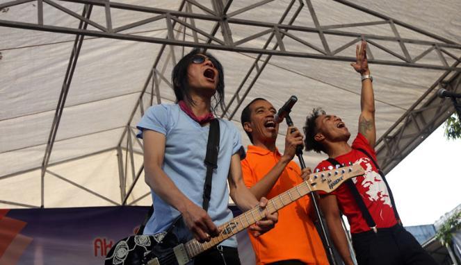 Jokowi Ajak Slank Bersihkan Sampah Kali Krukut