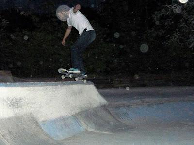 DIY concrete skatespot Skatepark London