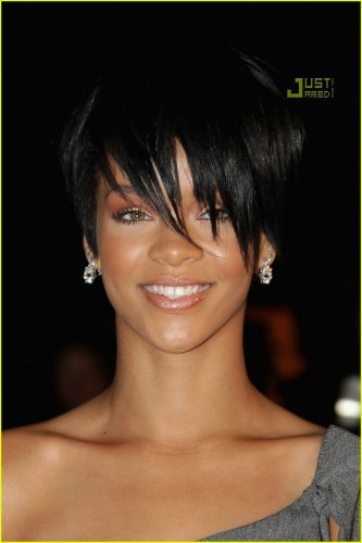 Rihanna hairstyle photos