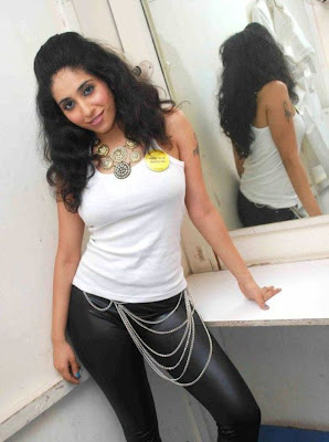Hot Spicy Singer Neha Bhasin glamour images