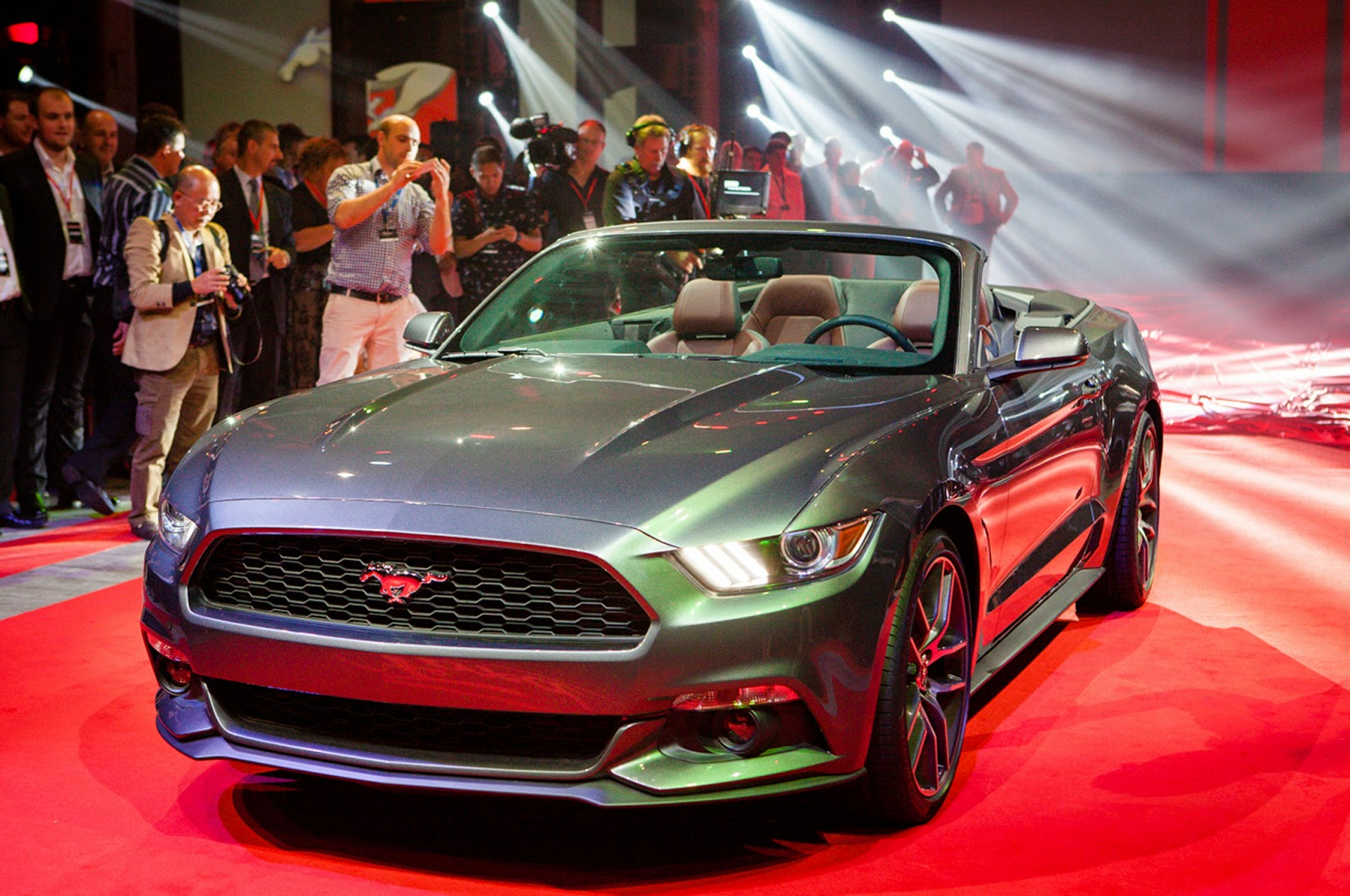 Make Way Ford Dealers, 2015 Mustang Convertible Coming Through