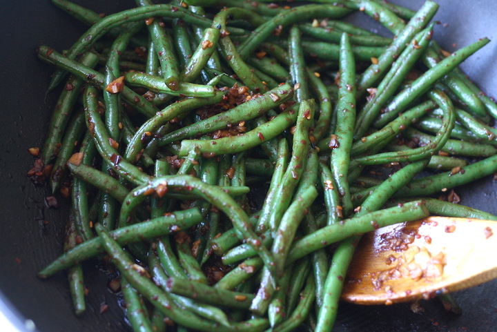 Garlicky Green Beans with Spicy Miso Sauce by SeaonWithSpice.com