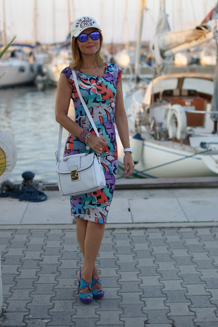 summer outfit, graffiti dress, vero moda graffiti dress, Loriblu heels,  Asos white bag, fashion and cookies, fashion blogger