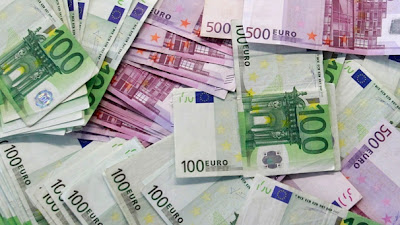 Billets de 100 et 500 euros