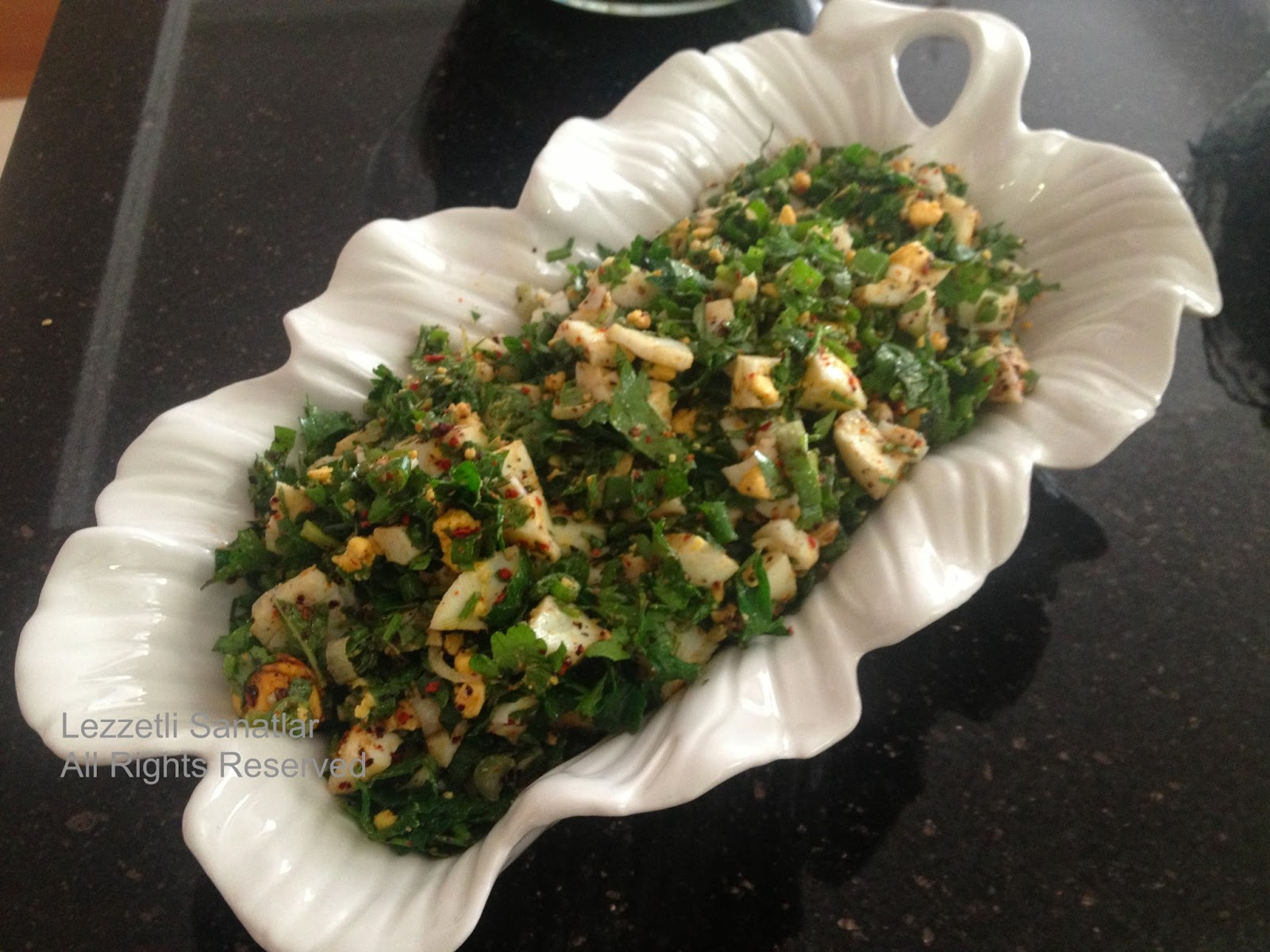 Somunlu yumurtalı salata tarifi