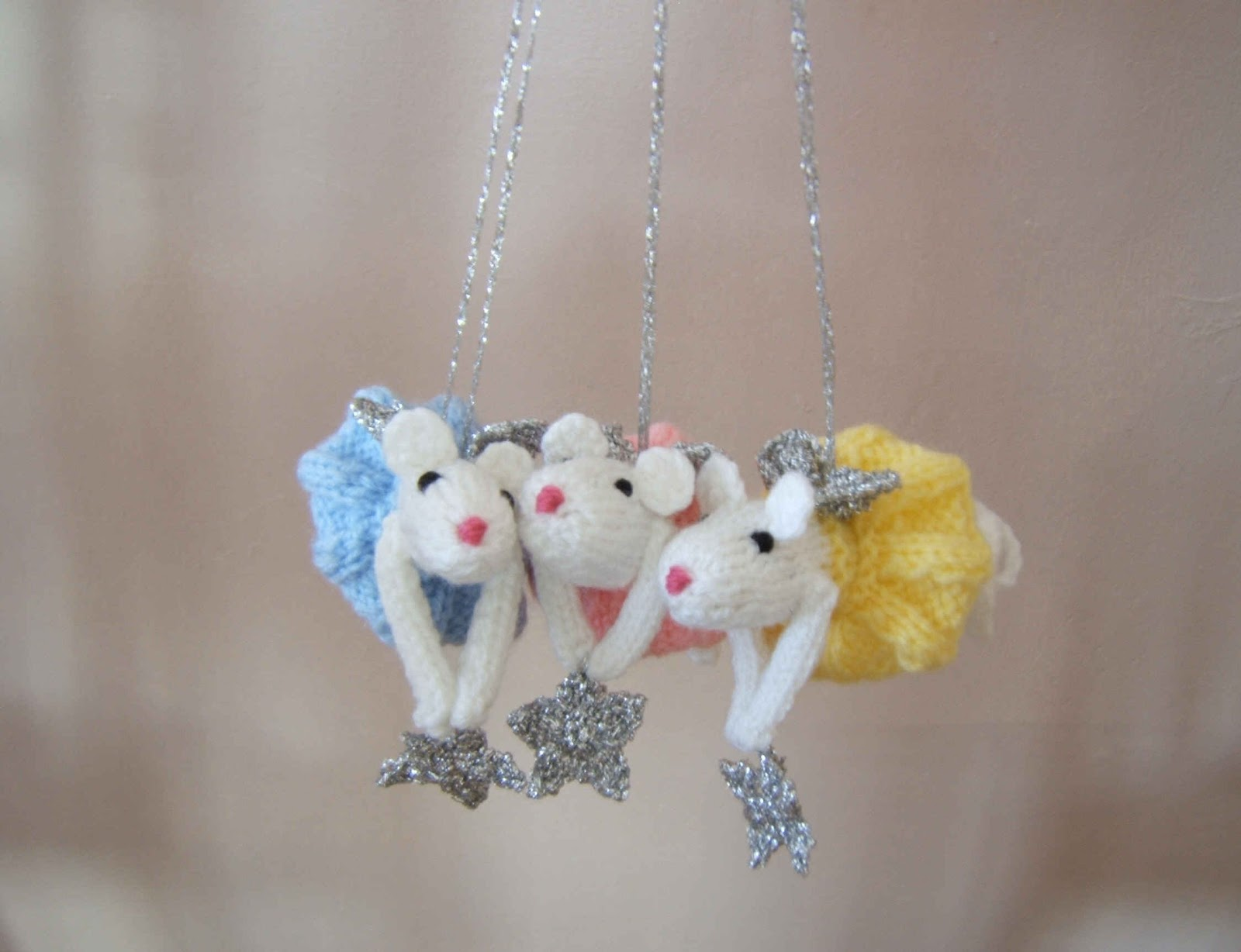 Knitting Patterns For Christmas Mice : A little bit of everything: SOLD Knitted White Christmas Fairy Mice