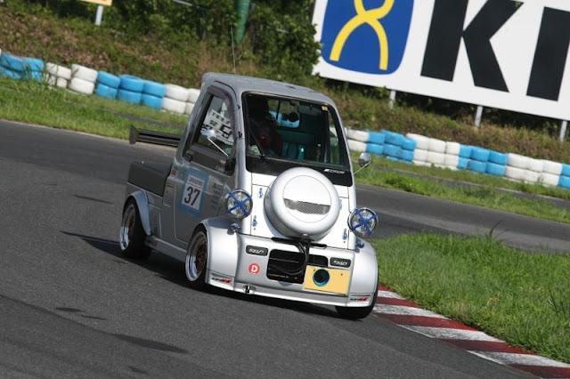 Daihatsu Midget II, K100P, ciekawy tuning, szalone auta, kei truck, wyścigi małymi samochodami